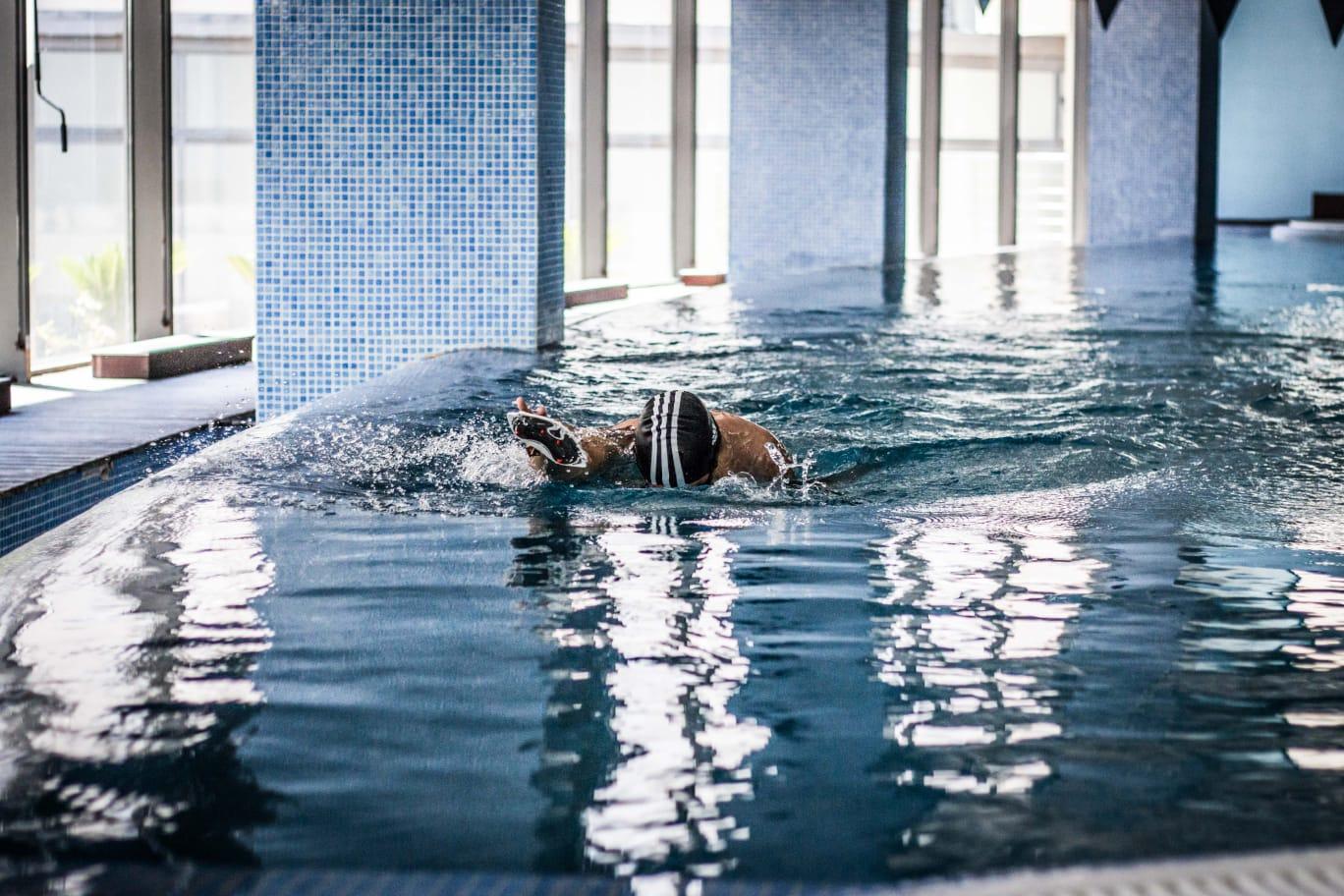 10 razões para incluir a natação nos treinos de corrida