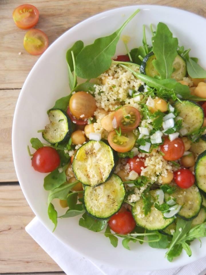Salada de Grão, Cuscuz, Courgette Grelhada e Tomate